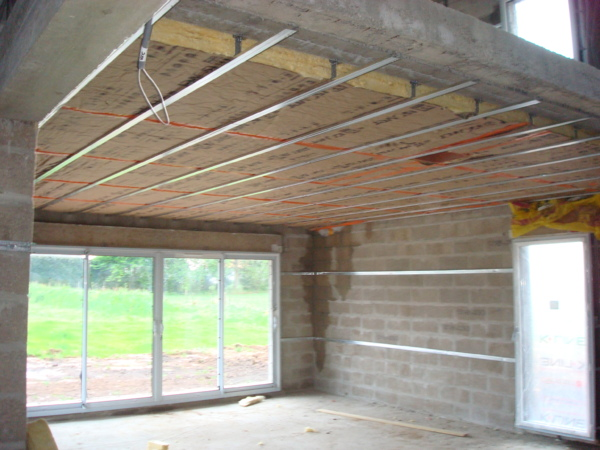 Isolation du plafond sous un plancher eveno isolation for Isolation thermique sol garage